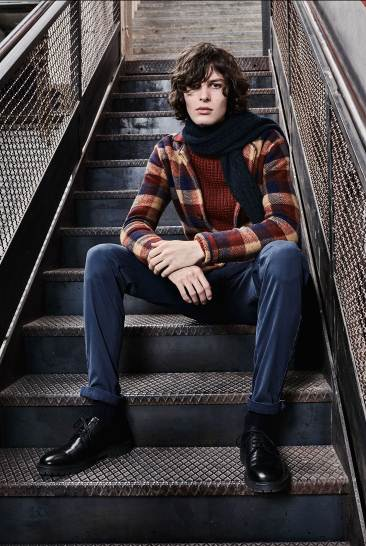 Sisley, thương hiệu qua nhiều năm vẫn luôn mang đến cho thế giới thời trang một cuộc cách mạng về phong cách ăn mặc được so sánh theo chuẩn thời gian, với những thiết kế hoàn hảo dẫn đầu xu hướng hiện tại và trọng tâm là hướng đến giới trẻ.