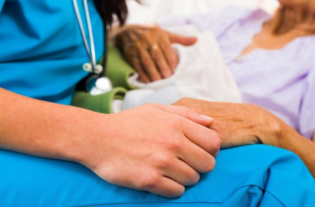 Ở giai đoạn cuối, người bệnh ung thư phải chịu nhiều cơn đau và các triệu chứng hành hạ.