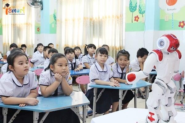 Giữa một lớp học với sĩ số trung bình là 30 – 40 học sinh/lớp, làm cách nào để mỗi học sinh đều hứng thú, vui vẻ với bài học?