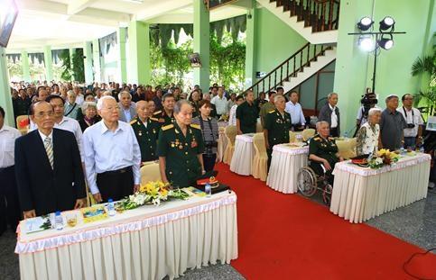 Hàng đầu từ trái qua: Ông Nguyễn Minh Đức, Ông Võ Văn Quận, Đại tá Nguyễn Văn Tàu
