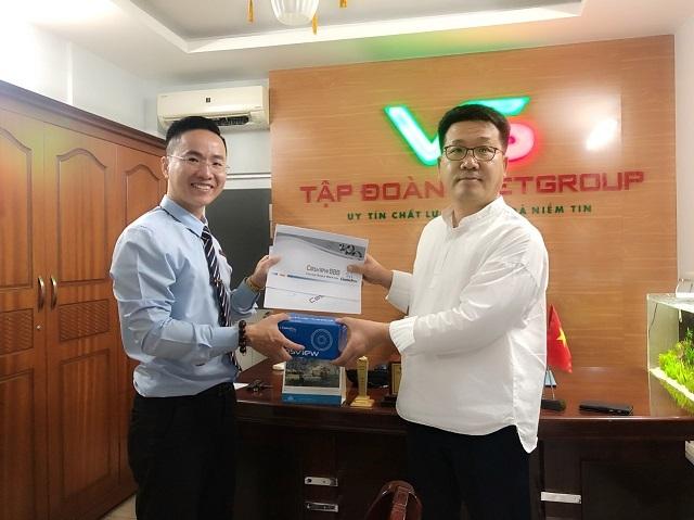 Chủ tịch Tập Đoàn VSETGROUP nhận kỷ niệm chương cho Top 10 Doanh nhân tiêu biểu - 3