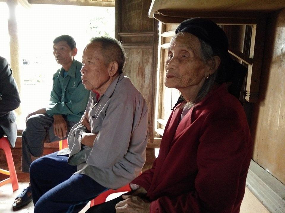 Hơn 80 tuổi, vợ chồng ông Hân nơm nớp lo mất nhà, không chỗ làm ma
