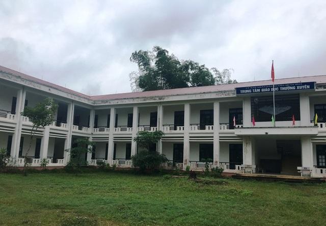 Và công trình Trung tâm Giáo dục Thường xuyên và Dạy nghề huyện Quan Hóa xây dựng hoành tráng nhưng cũng không phát huy tác dụng