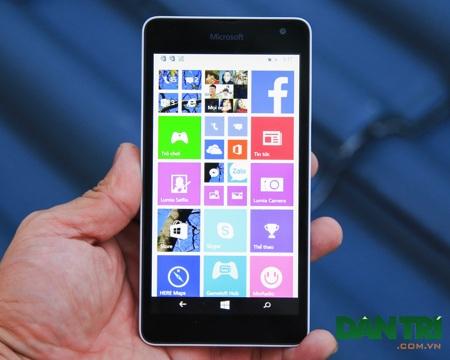 Lumia 535 chạy trên nền tảng Windows Phone 8.1 với bản cập nhật Lumia Denim