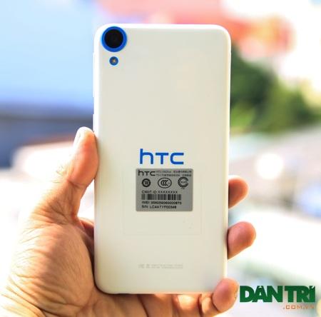 HTC tiếp tục sử dụng lớp vỏ polycarbonat, cho cảm giác cầm nắm chắc chắn