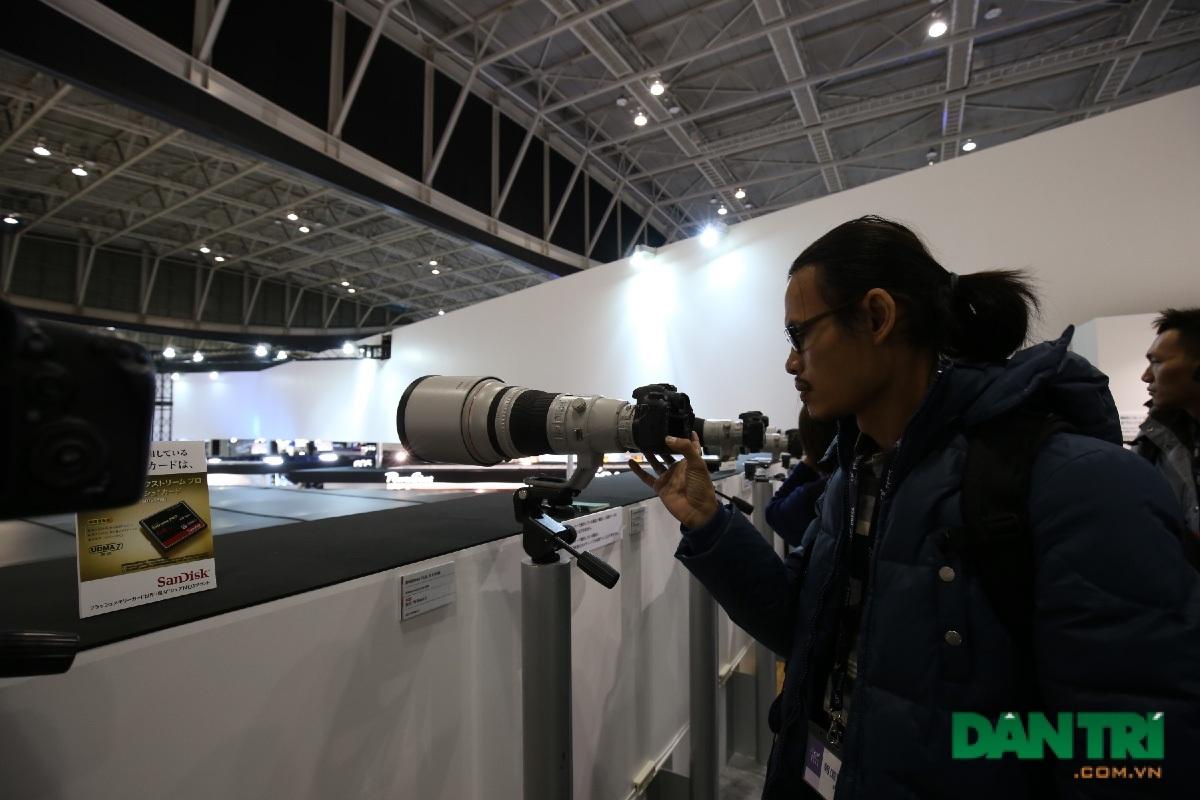 Cùng với loạt ống kính khủng của Canon