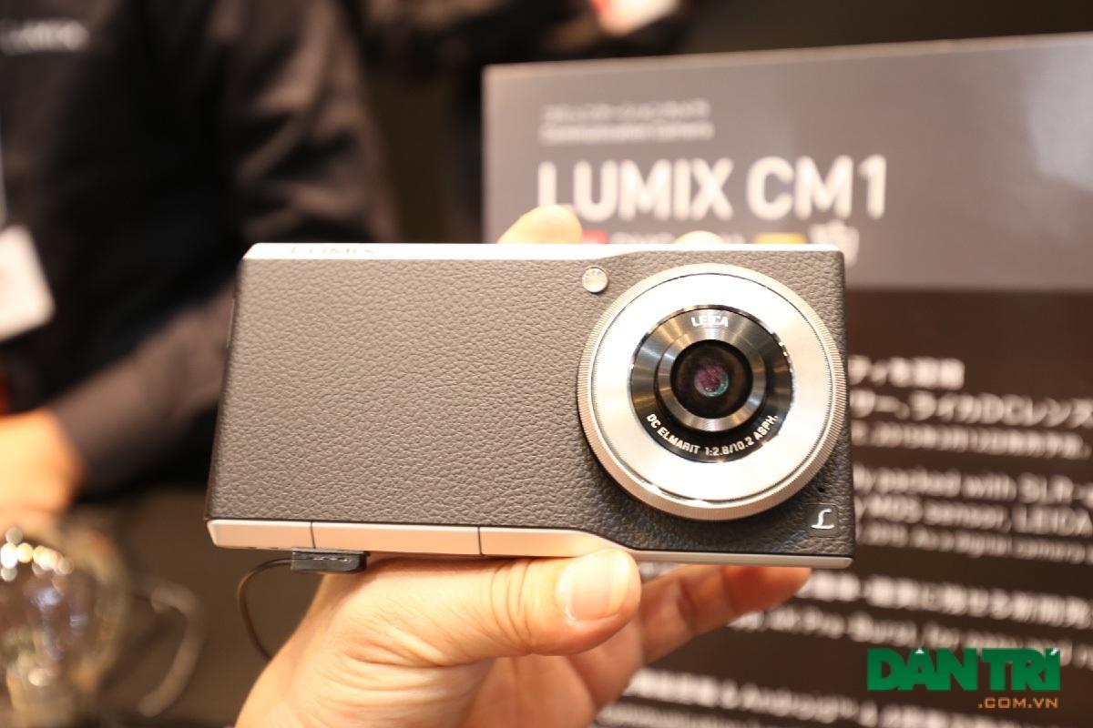 Với chiếc máy ảnh lai smartphone CM1
