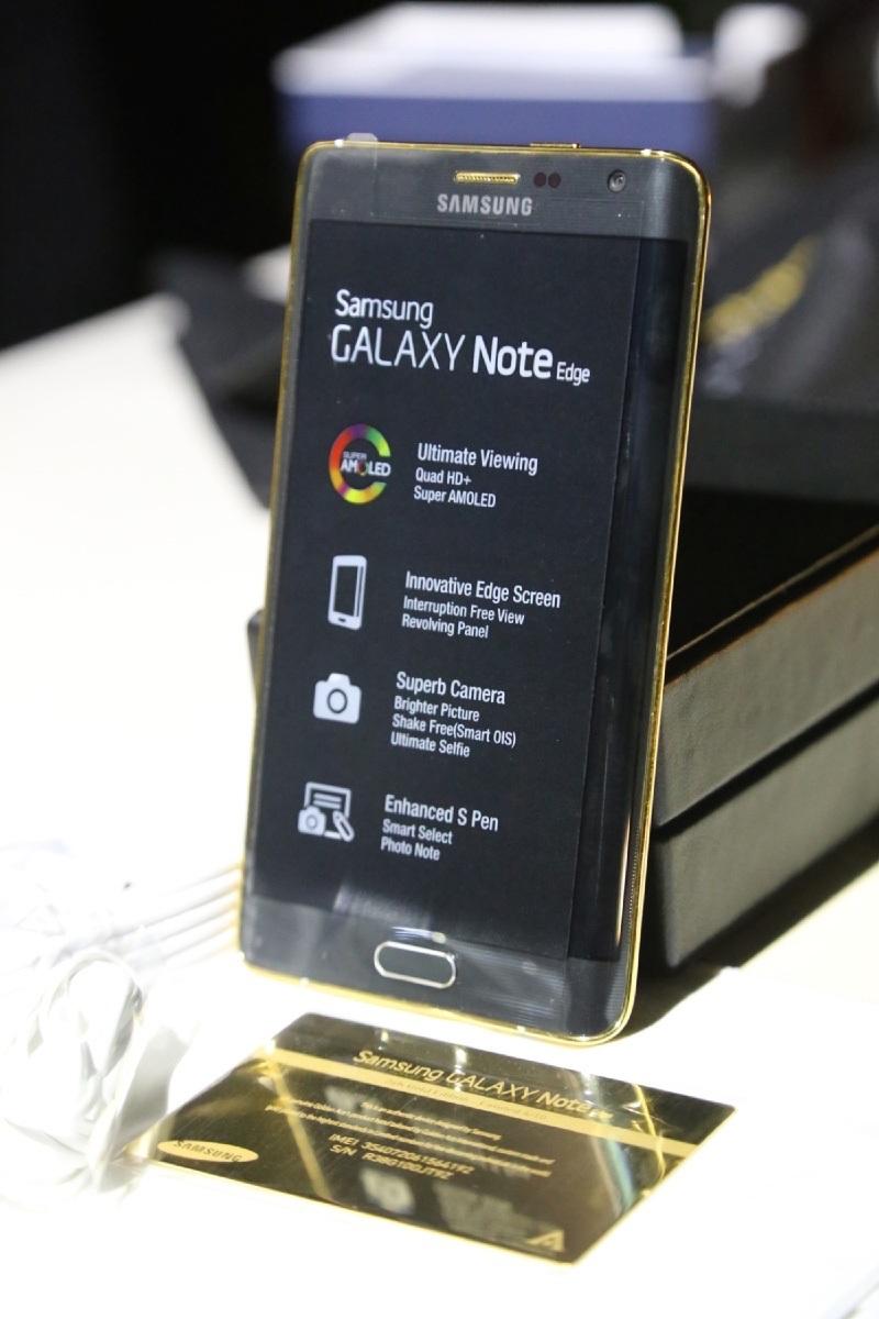 Mỗi chiếc Galaxy Note Edge đều có thẻ Vip Card của Samsung