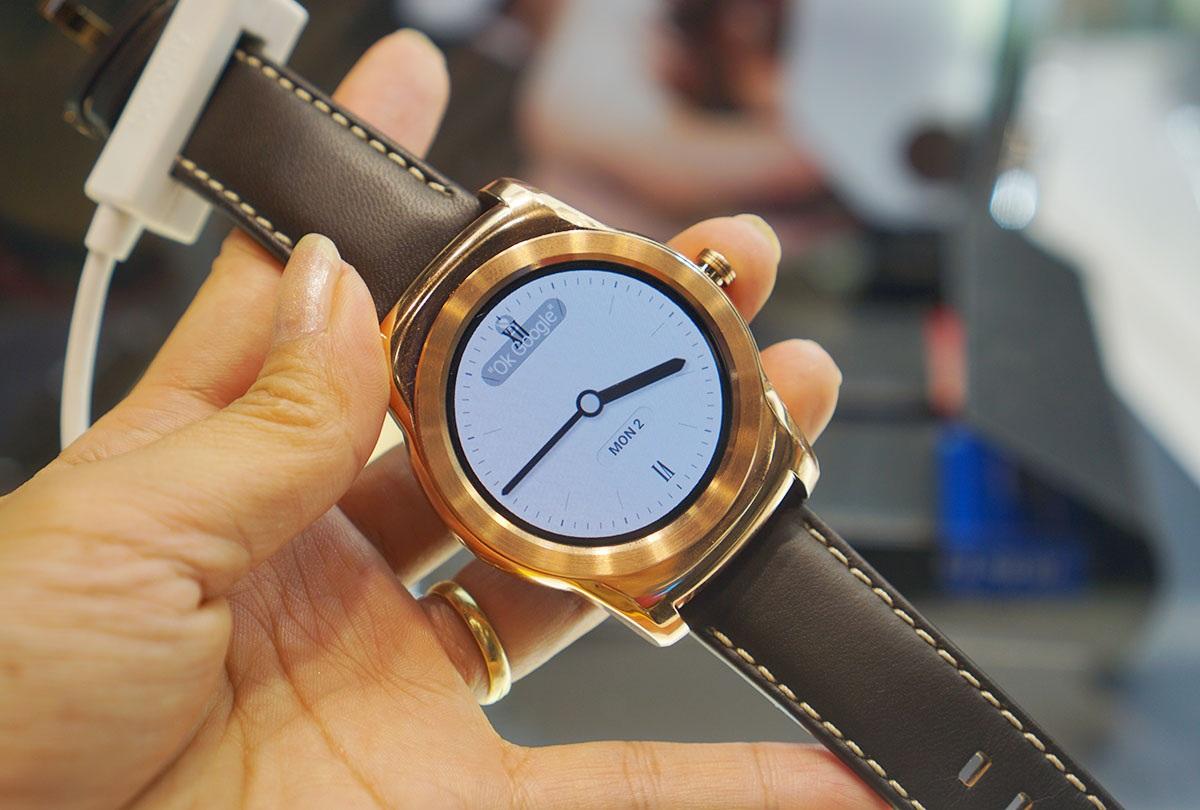 Cận cảnh đồng hồ thông minh LG Watch Urbane tại MWC 2015