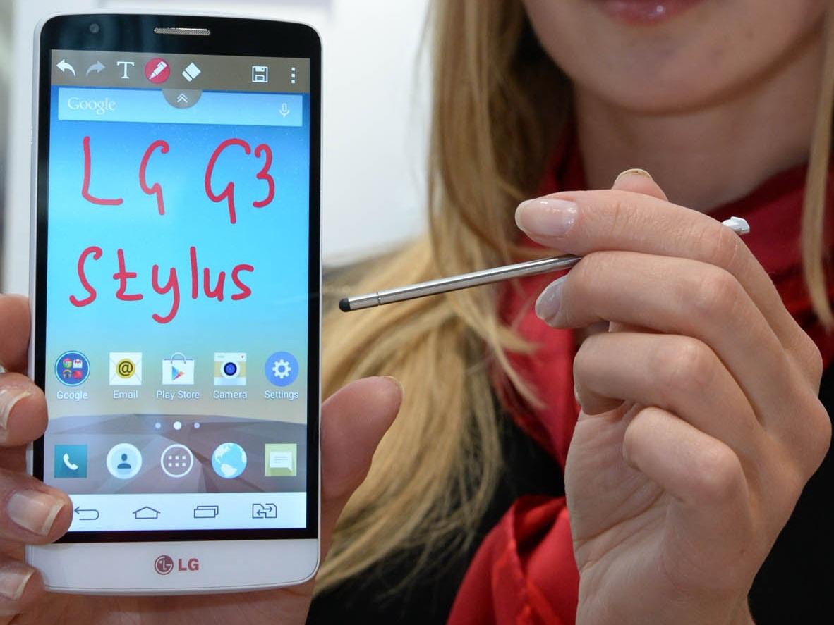 """Lumia 1320 là một phablet """"vừa vặn"""" với những nhu cầu của những phụ nữ hiện đại"""