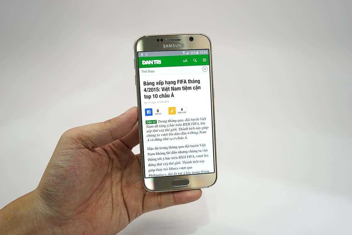 Thử nghiệm lướt web trên Galaxy S6.
