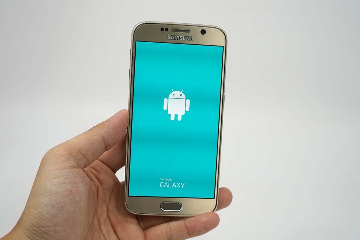 Galaxy S6 sử dụng màn hình 5,1 inch độ phân giải 2K