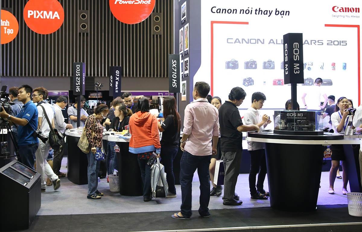 Ngày thứ 2 của triển lãm, lượng khách đã tăng lên đáng kể
