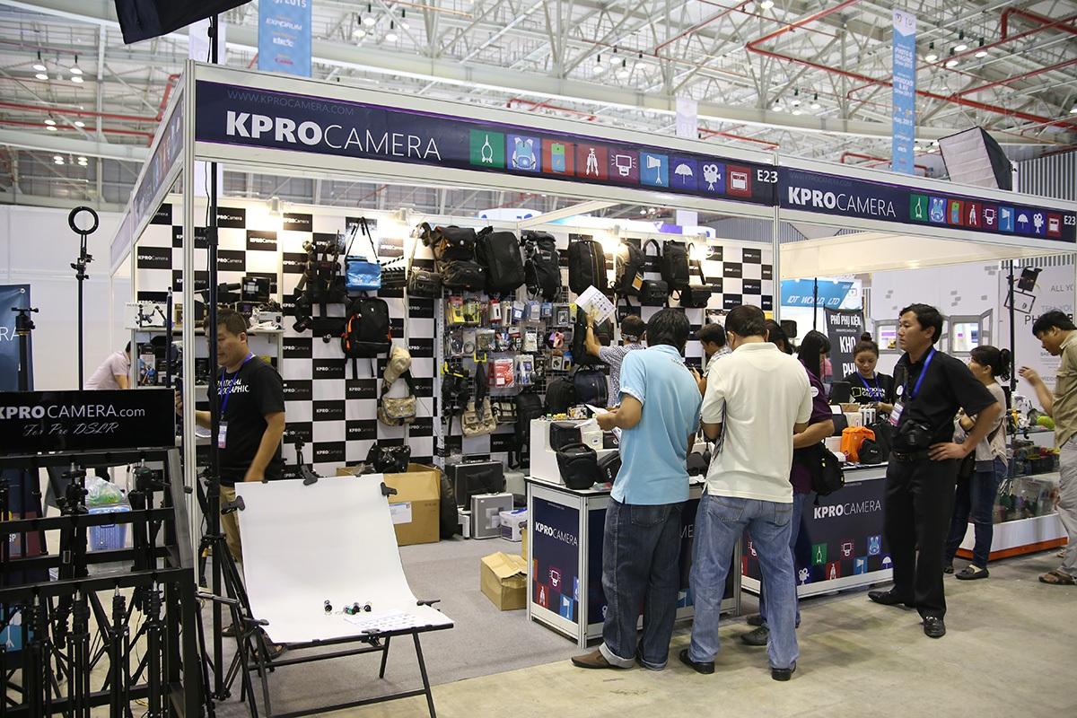 Những gian hàng phụ kiện cho máy ảnh, máy quay cũng giảm đi đáng kể, chỉ có vài cửa hàng tại đây