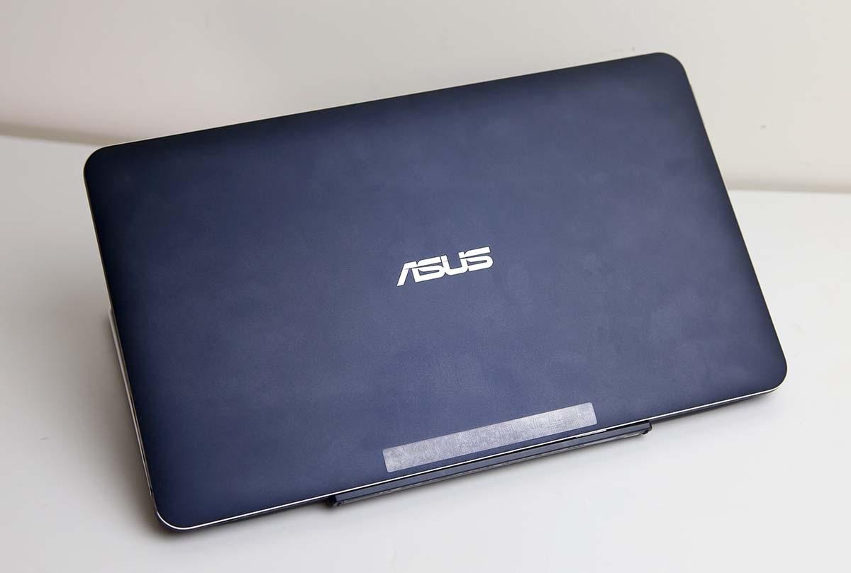 Khi gắn vào, Chi T300 trở thành chiếc laptop Windows 8.1
