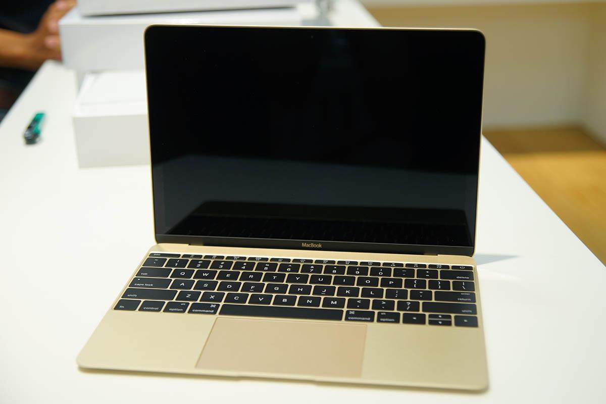 Macbook 12 inch có cân nặng ấn tượng chỉ 0,9 kg