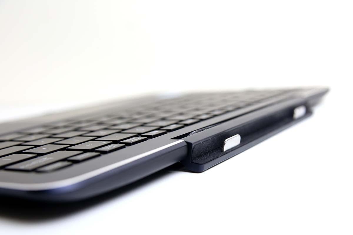 Để cố định chiếc tablet trở thành một laptop để sử dụng