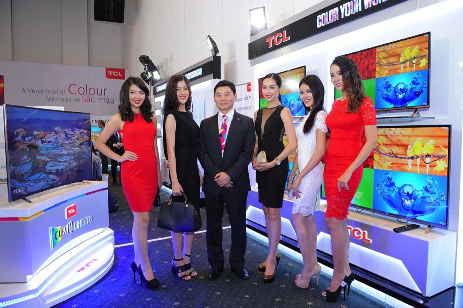 Dòng tivi màn hình cong UHD H9600 của TCL vừa được ra mắt vào tháng 05/2015