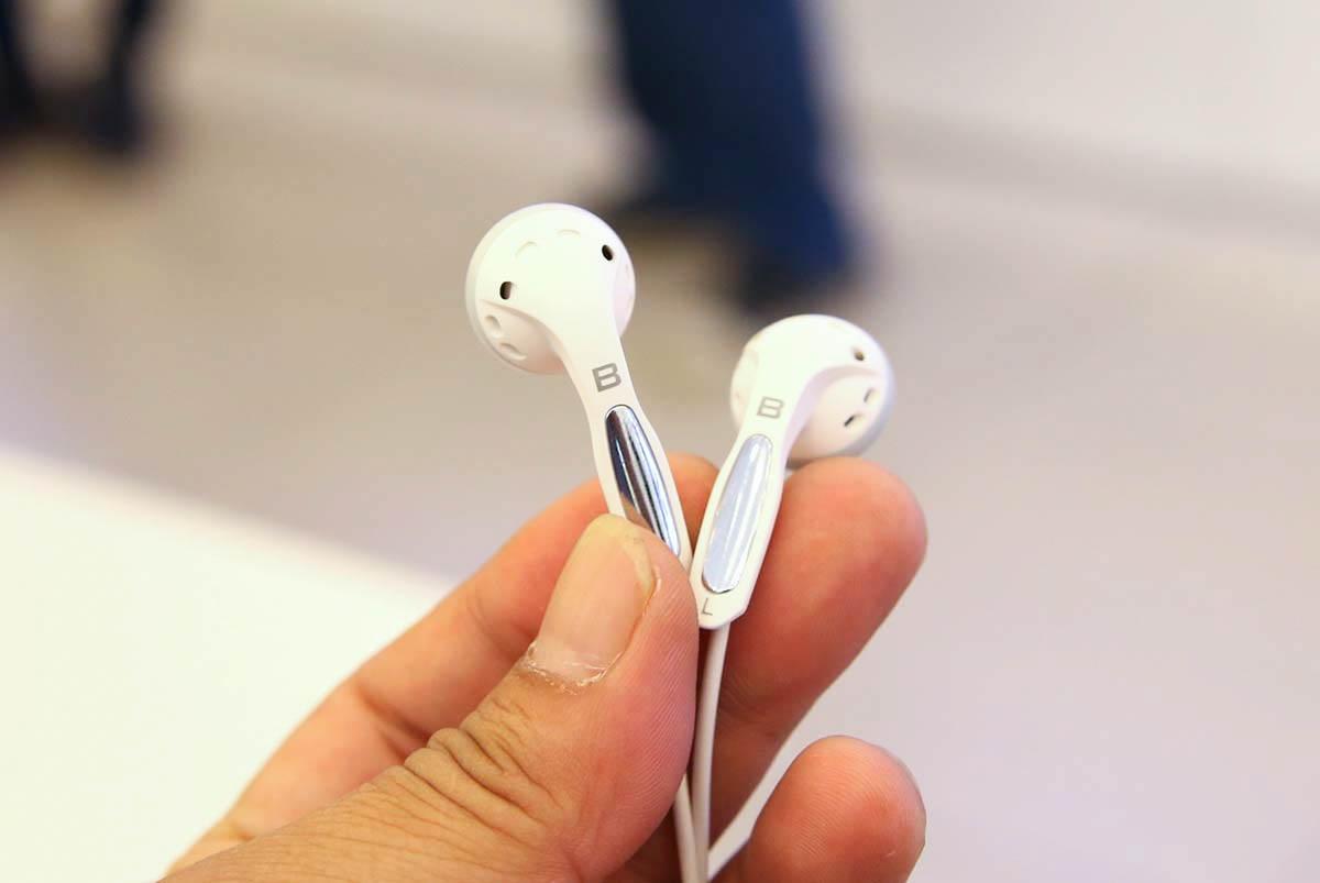 Đây là tai nghe đi kèm