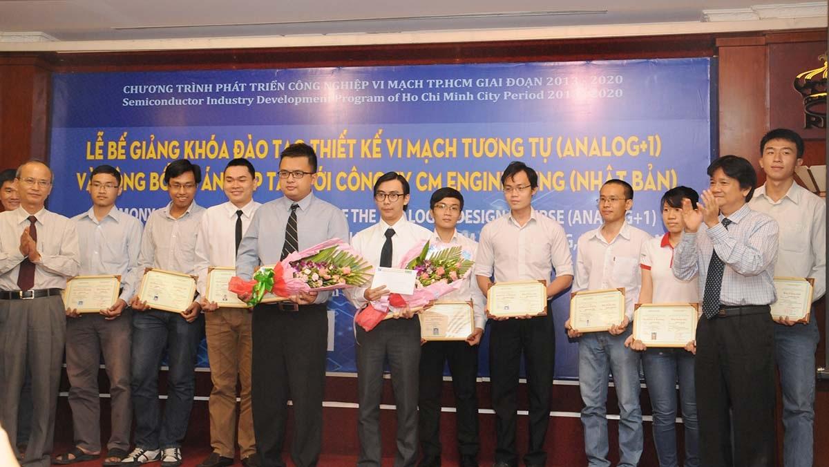 Nguồn nhân lực đầu tiên của Chương trình Phát triển Công nghiệp Vi mạch của TPHCM