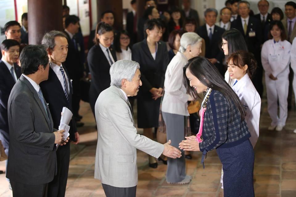 Cuộc gặp giữa Nhật hoàng và Hoàng hậu với các cựu sinh viên Việt Nam tại Nhật diễn ra sáng nay ở Văn miếu Quốc Tử Giám