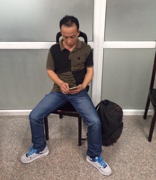 Ông YANG YONG đã có hành vi trộm đồ của khách