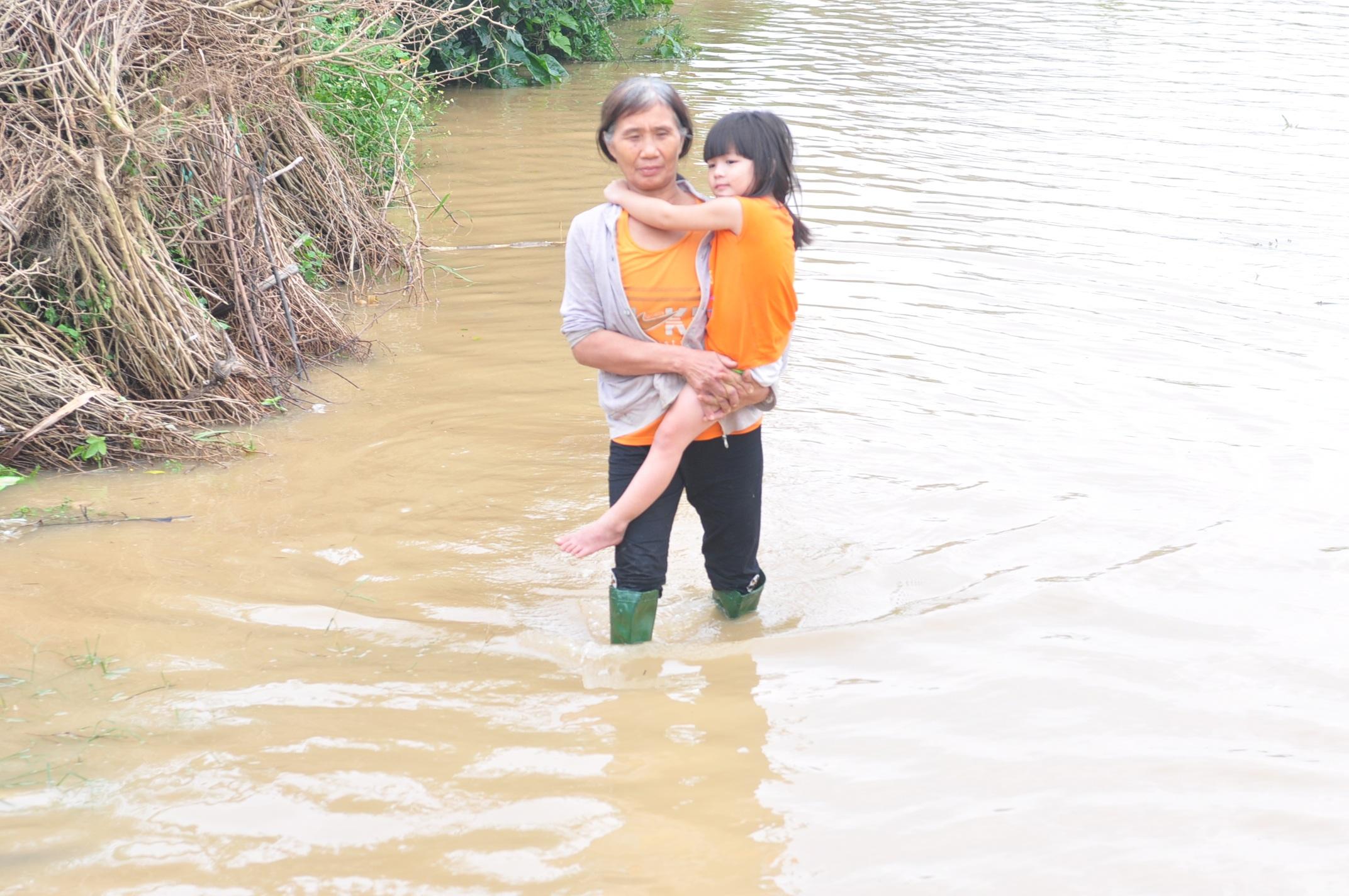 Người dân Quảng Ngãi bị thiệt hại nặng trong đợt mưa lũ vừa qua.