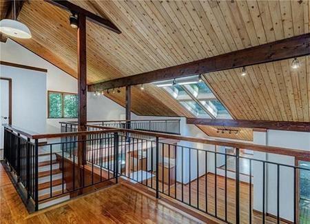 Người chủ nhân gần nhất là Eugene Kohn đã mua ngôi nhà với giá 1.2 triệu đô la