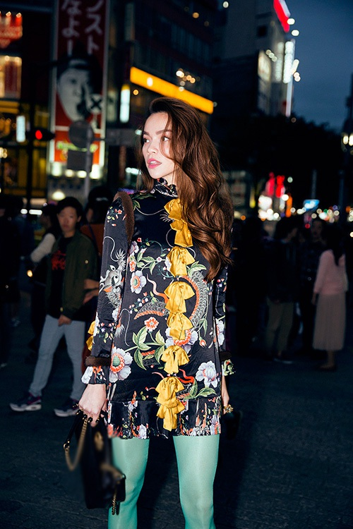 Ngoài những shoot hình ban ngày, khi đêm buông xuống Nhật Bản càng lung linh và hiện đại hơn
