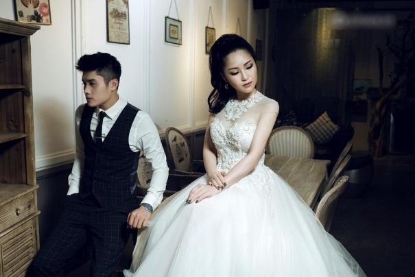 Quán quân Giọng hát Việt 2012 ngày càng trưởng thành hơn từ hình ảnh đến phong cách. Hương Tràm cho biết bản thân đang theo đuổi nét đẹp gợi cảm, nữ tính và mong muốn truyền tải tinh thần đó trong từng bộ ảnh.