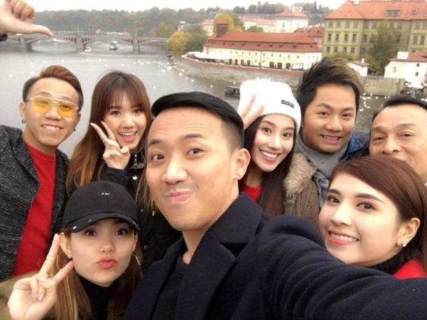 Trấn Thành cho biết, anh từng lưu diễn nước ngoài khá nhiều nhưng lần này đặc biệt hơn, vì đi cùng đoàn với anh là bạn gái Hari Won.