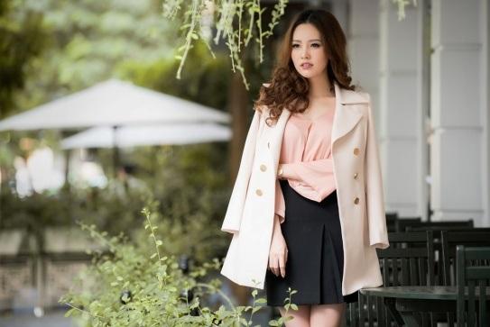 Á hậu Thụy Vân khoe thời trang streetstyle ngọt ngào, nữ tính - 4