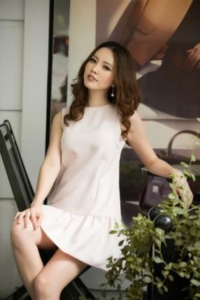 Á hậu Thụy Vân khoe thời trang streetstyle ngọt ngào, nữ tính - 9