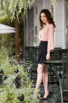 Á hậu Thụy Vân khoe thời trang streetstyle ngọt ngào, nữ tính - 11