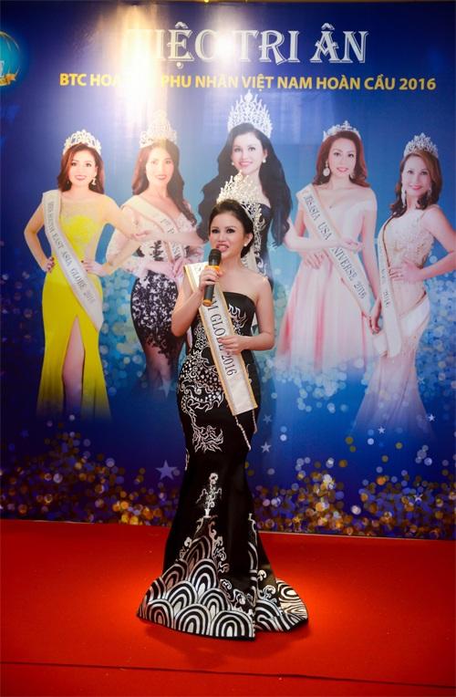 Hoa hậu Janny Thủy Trần xúc động khi chia sẽ những tình cảm mà bạn bè quốc tế dành cho cô.