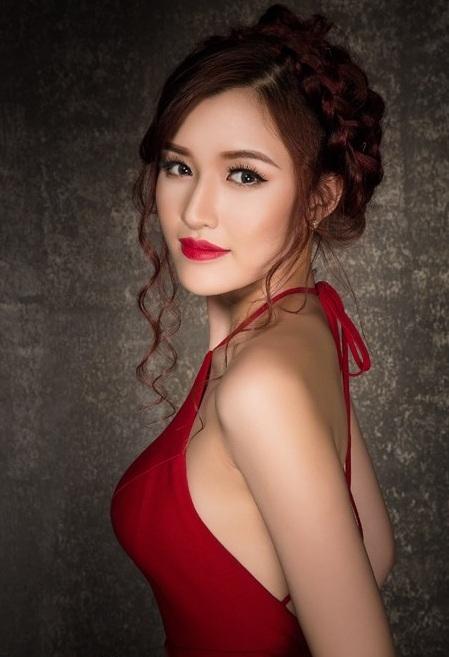 """Top 10 Nữ hoàng Du lịch Phạm Đặng Phương Chi: """"Trước kia mới bước vào nghề người mẫu và vào Sài Gòn lập nghiệp, cát-sê bị chèn ép như là ăn 50, 60% hoặc là trả quá thấp."""