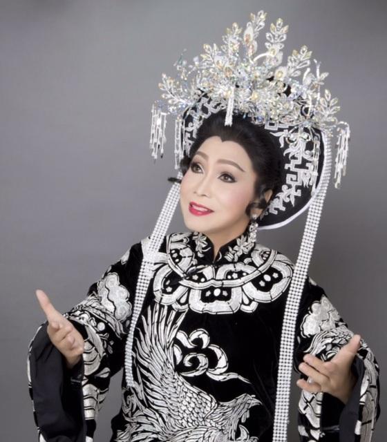 NSND Bạch Tuyết (Sinh năm 1945), nghệ sĩ duy nhất được mệnh danh là Cải lương chi bảo của nền nghệ thuật cải lương Việt Nam.