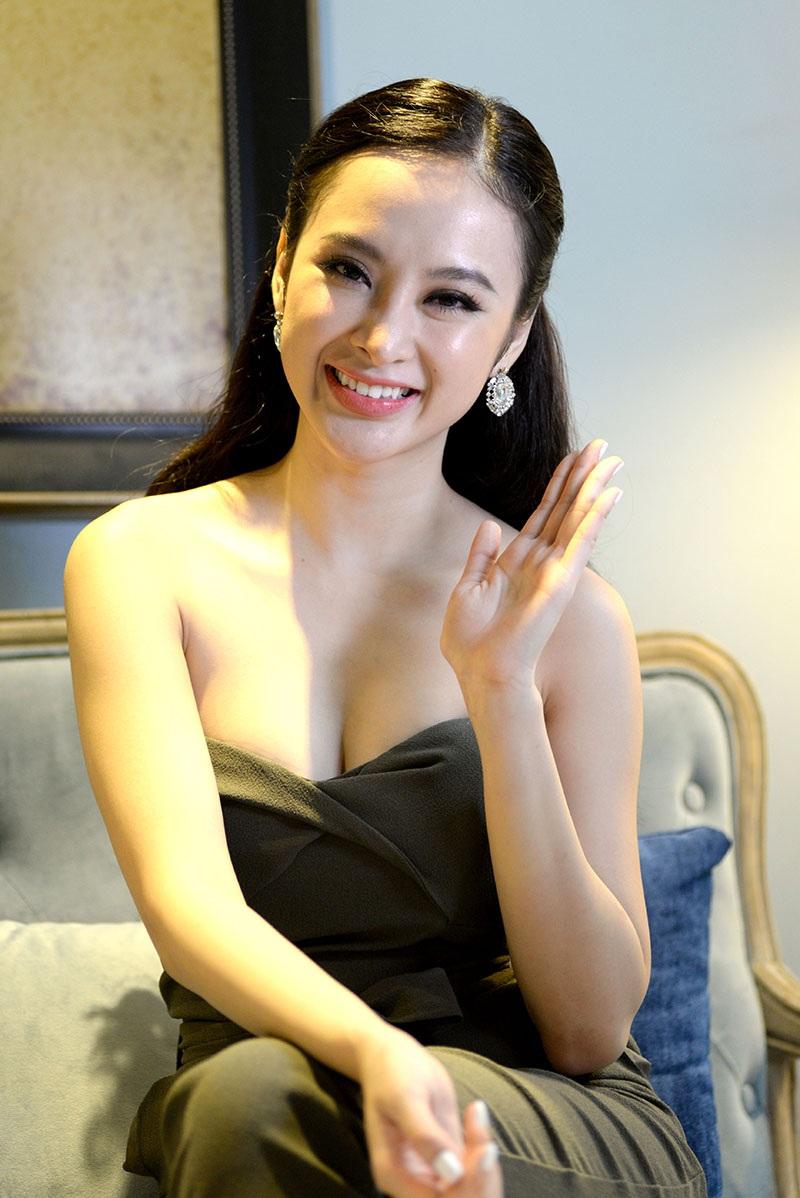 """Angela Phương Trinh: """"Tôi đang đợi một lời tỏ tình"""" - 1"""