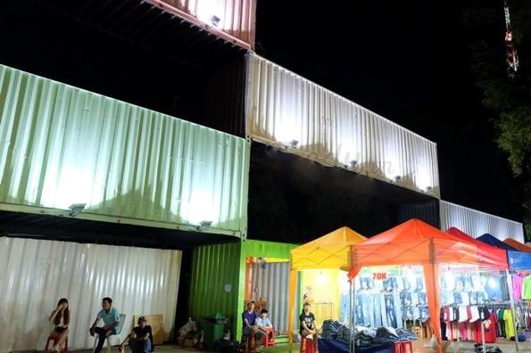 Khu chợ độc đáo này tọa lạc trên đường Nguyễn Thị Minh Khai Quận 1