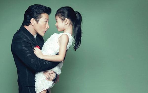 Bé Bảo Tiên sống với mẹ nhưng Trần Bảo Sơn vẫn luôn giữ tốt vai trò của một người cha.