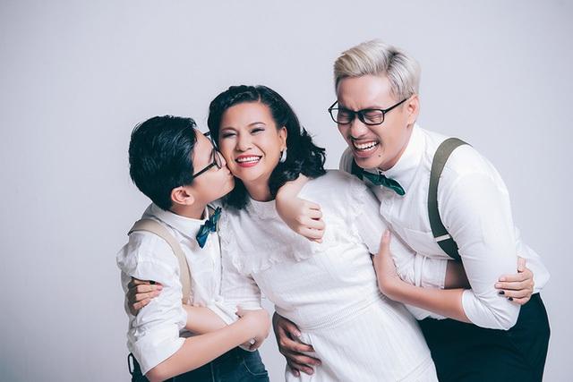 Sau 7 năm âm thầm gắn bó, nay Cát Phượng và Kiều Anh Tuấn đã thoải mái công khai mối quan hệ bên sự ủng hộ nhiệt tình từ con trai – bé Bom.