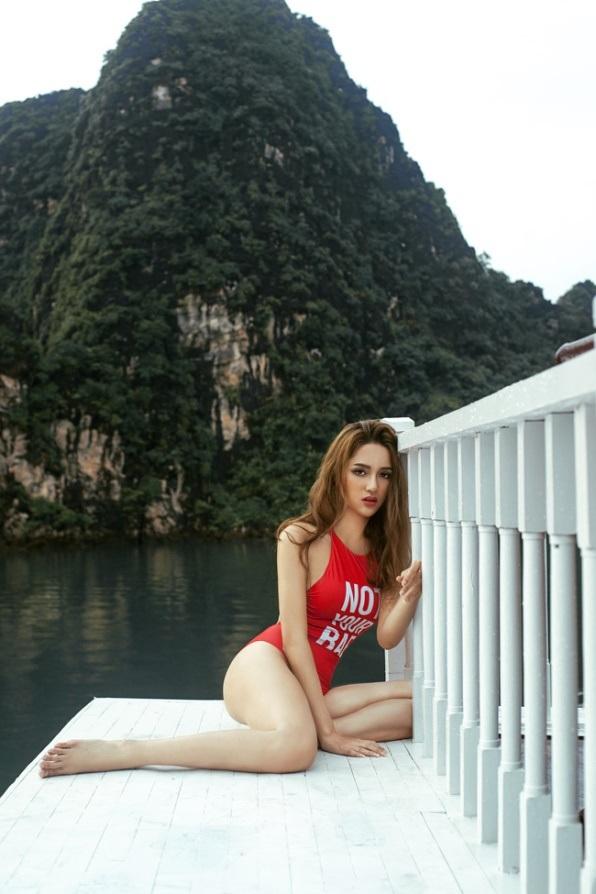"""Sao Việt """"chuyển giới"""" nóng bỏng với bikini - 4"""