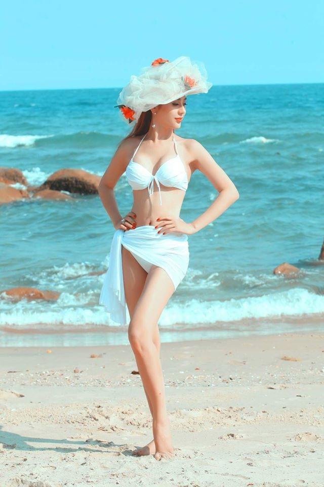 """Sao Việt """"chuyển giới"""" nóng bỏng với bikini - 15"""