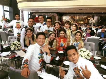 Dàn diễn viên trong phim Cổng mặt trời tụ họp đầy đủ, vui vẻ ở đám cưới của Nguyệt Ánh.