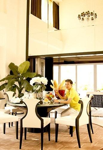 Ngoài căn biệt thự trên, Đàm Vĩnh Hưng còn chi 50 tỷ để mua một căn penthouse tại một chung cư cao cấp ở khu vực trung tâm thành phố