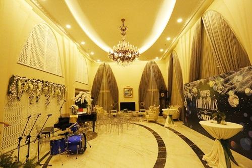 Người đẹp đền Hùng sử dụng sảnh chính để tổ chức tiệc tân gia khiến nhiều người bất ngờ vì không gian rộng rãi, sang trọng