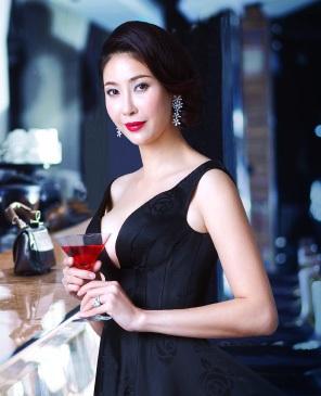 Hoa hậu Việt Nam xinh đẹp và giỏi giang là thế nhưng hạnh phúc chỉ đến với cô khi kết hôn lần hai.