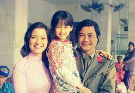 """Khác với vẻ ngoài hiền từ, phúc hậu trong phim Người Hà Nội, Lê Khanh đã hóa thân vào vai người đàn bà nhiều tham vọng và dễ đổi thay. Đây cũng là vai diễn duy nhất khiến chị bị khán giả """"ghét"""" nhiều đến vậy trên màn ảnh nhỏ."""