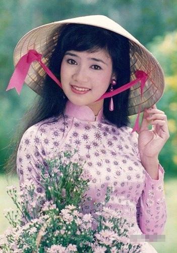 Thu Hà sinh năm 1969, cô được đánh giá là một trong những mỹ nhân màn ảnh Việt những năm 90 bên cạnh những cái tên như Việt Trinh, Diễm Hương, Y Phụng...