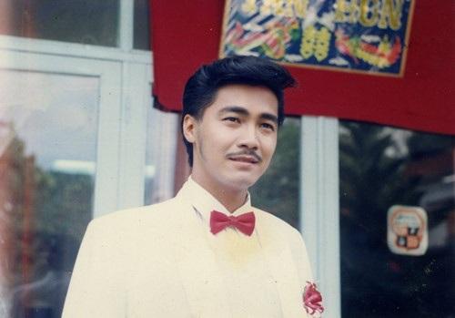 """Nam diễn viên Lý Hùng sinh ra tại Vĩnh Long, là con trai của nghệ sĩ nhân dân Lý Huỳnh. Sinh ra trong cái nôi nghệ thuật, là con nhà nòi nên anh tham gia vào diễn xuất từ nhỏ với vai diễn nhỏ đầu tiên trong phim """"Phượng"""" năm 1982."""